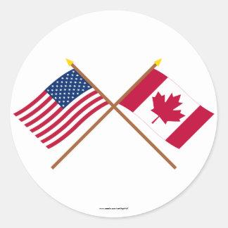 Los E.E.U.U. y banderas cruzadas Canadá Pegatina Redonda