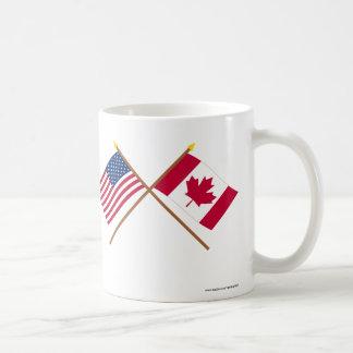 Los E.E.U.U. y banderas cruzadas Canadá Taza