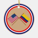 Los E.E.U.U. y banderas cruzadas Colombia Ornato