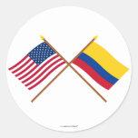 Los E.E.U.U. y banderas cruzadas Colombia Pegatinas Redondas