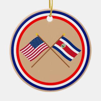 Los E.E.U.U. y banderas cruzadas Costa Rica Adorno Navideño Redondo De Cerámica