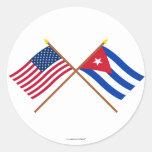 Los E.E.U.U. y banderas cruzadas Cuba Etiquetas Redondas