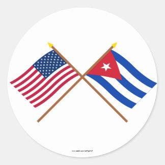 Los E.E.U.U. y banderas cruzadas Cuba Pegatina Redonda
