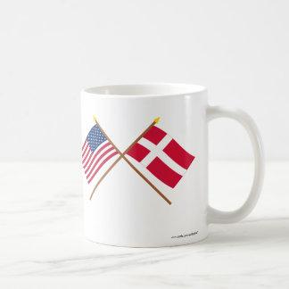 Los E.E.U.U. y banderas cruzadas Dinamarca Taza
