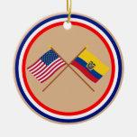 Los E.E.U.U. y banderas cruzadas Ecuador Ornamento Para Reyes Magos