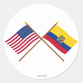 Los E.E.U.U. y banderas cruzadas Ecuador Pegatina Redonda