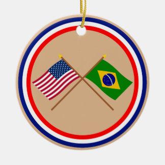 Los E.E.U.U. y banderas cruzadas el Brasil Adorno Navideño Redondo De Cerámica