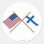 Los E.E.U.U. y banderas cruzadas Finlandia Pegatinas Redondas