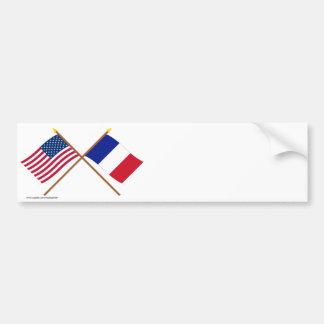 Los E E U U y banderas cruzadas Francia Etiqueta De Parachoque