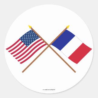 Los E.E.U.U. y banderas cruzadas Francia Pegatina Redonda