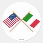 Los E.E.U.U. y banderas cruzadas Italia Etiqueta Redonda
