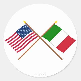 Los E.E.U.U. y banderas cruzadas Italia Pegatina Redonda