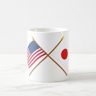 Los E.E.U.U. y banderas cruzadas Japón Taza