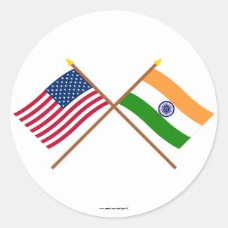 Los E.E.U.U. y banderas cruzadas la India Pegatina Redonda