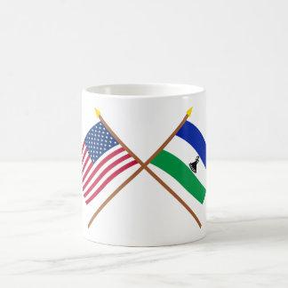 Los E.E.U.U. y banderas cruzadas Lesotho Taza