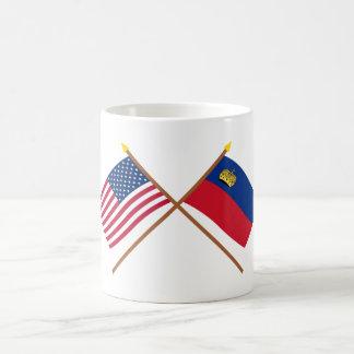 Los E.E.U.U. y banderas cruzadas Liechtenstein Taza Clásica
