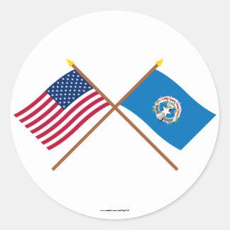 Los E.E.U.U. y banderas cruzadas Mariana Pegatina Redonda