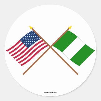 Los E.E.U.U. y banderas cruzadas Nigeria Pegatina Redonda