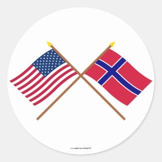 Los E.E.U.U. y banderas cruzadas Noruega Pegatina Redonda