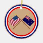 Los E.E.U.U. y banderas cruzadas Nueva Zelanda Ornamentos De Navidad