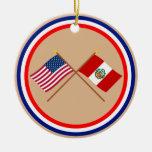 Los E.E.U.U. y banderas cruzadas Perú Adorno