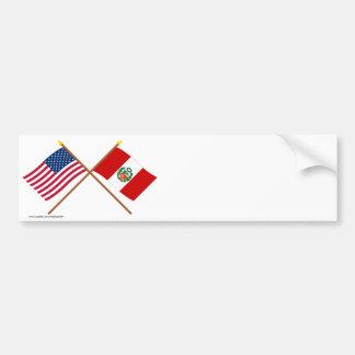 Los E E U U y banderas cruzadas Perú Pegatina De Parachoque