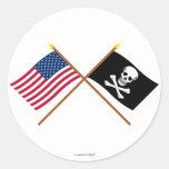 Los E.E.U.U. y banderas cruzadas pirata Etiquetas Redondas