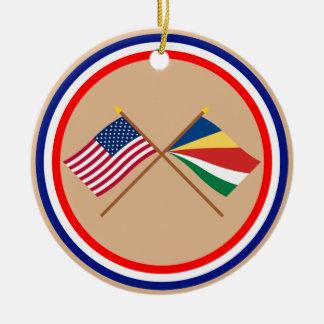 Los E.E.U.U. y banderas cruzadas Seychelles Adorno Redondo De Cerámica