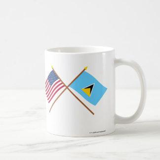 Los E.E.U.U. y banderas cruzadas St Lucia Taza