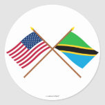 Los E.E.U.U. y banderas cruzadas Tanzania Pegatina Redonda