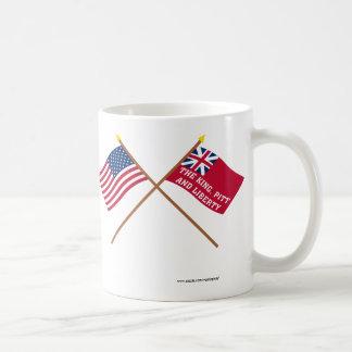 Los E.E.U.U. y banderas cruzados de la libertad de Taza Clásica
