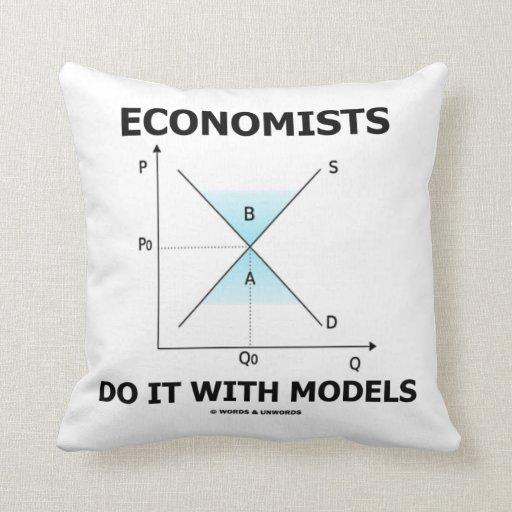 Los economistas lo hacen con los modelos (la curva cojín