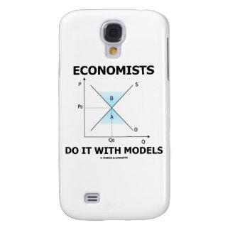Los economistas lo hacen con los modelos (la curva