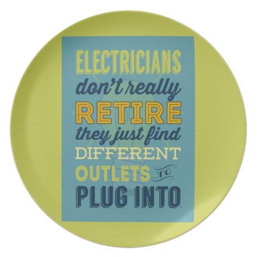 Los electricistas no hacen realmente Retirar-Humor Platos