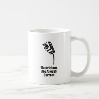 Los electricistas son siempre actuales taza de café