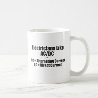 Los electricistas tienen gusto de AC/DC Taza De Café
