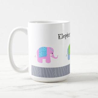 Los elefantes indios son frescos taza
