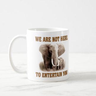 Los elefantes merecen respecto taza clásica