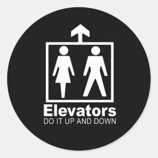 los elevadores lo hacen hacia arriba y hacia abajo etiqueta redonda