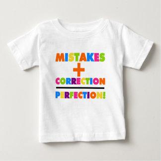 Los errores más la corrección igualan la polera