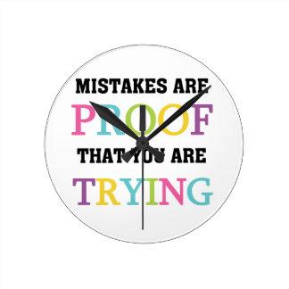 Los errores son prueba que usted está intentando reloj redondo mediano