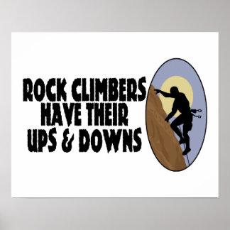 Los escaladores de roca tienen suben y tragan posters