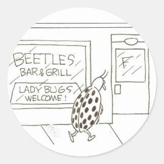 Los escarabajos barran y: ¡Recepción de señora Etiqueta Redonda