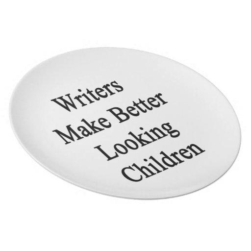 Los escritores hacen a niños más apuestos plato para fiesta