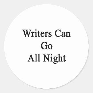Los escritores pueden ir toda la noche pegatina redonda