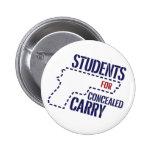 Los estudiantes para encubierto llevan el botón de pin
