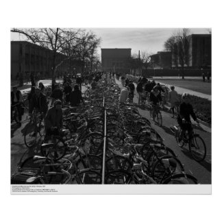 Los estudiantes y las bicicletas acercan a la bibl posters