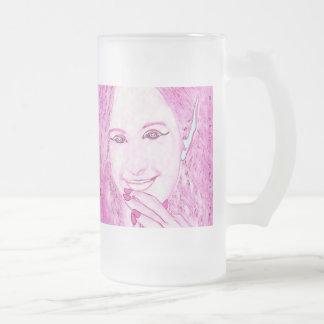 Los Faeries rosados son taza mágica del vidrio de