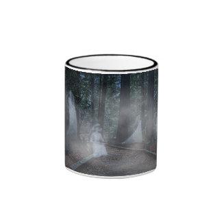 Los fantasmas están en las secoyas, en una taza