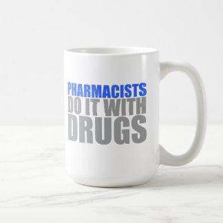 Los farmacéuticos lo hacen con la taza de las drog